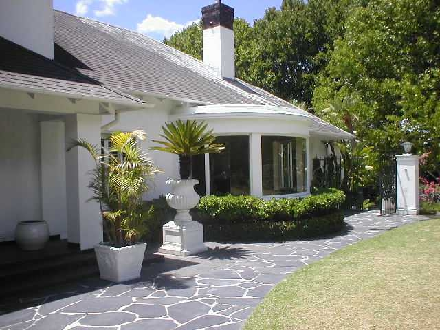 Holiday property in newlands cape town south africa for Large front windows house